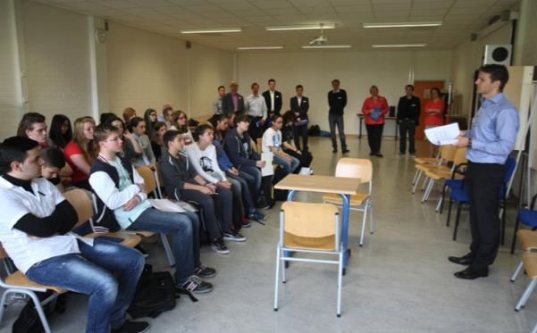 1 Herr W. Sachse begrüßt die Schülerinnen und Schüler der SaR