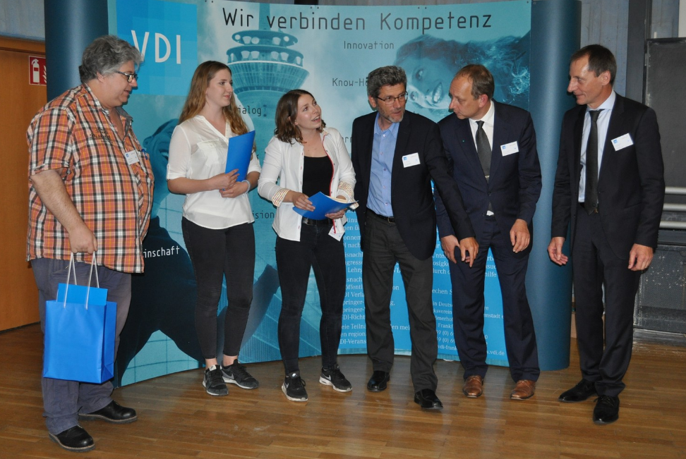 """Sonderpreis """"Bestes Experiment"""" Zoé Engels, Hanna Kästner, Schule am Ried, Frankfurt Wieso ist die Milch nach einem Gewitter sauer?"""