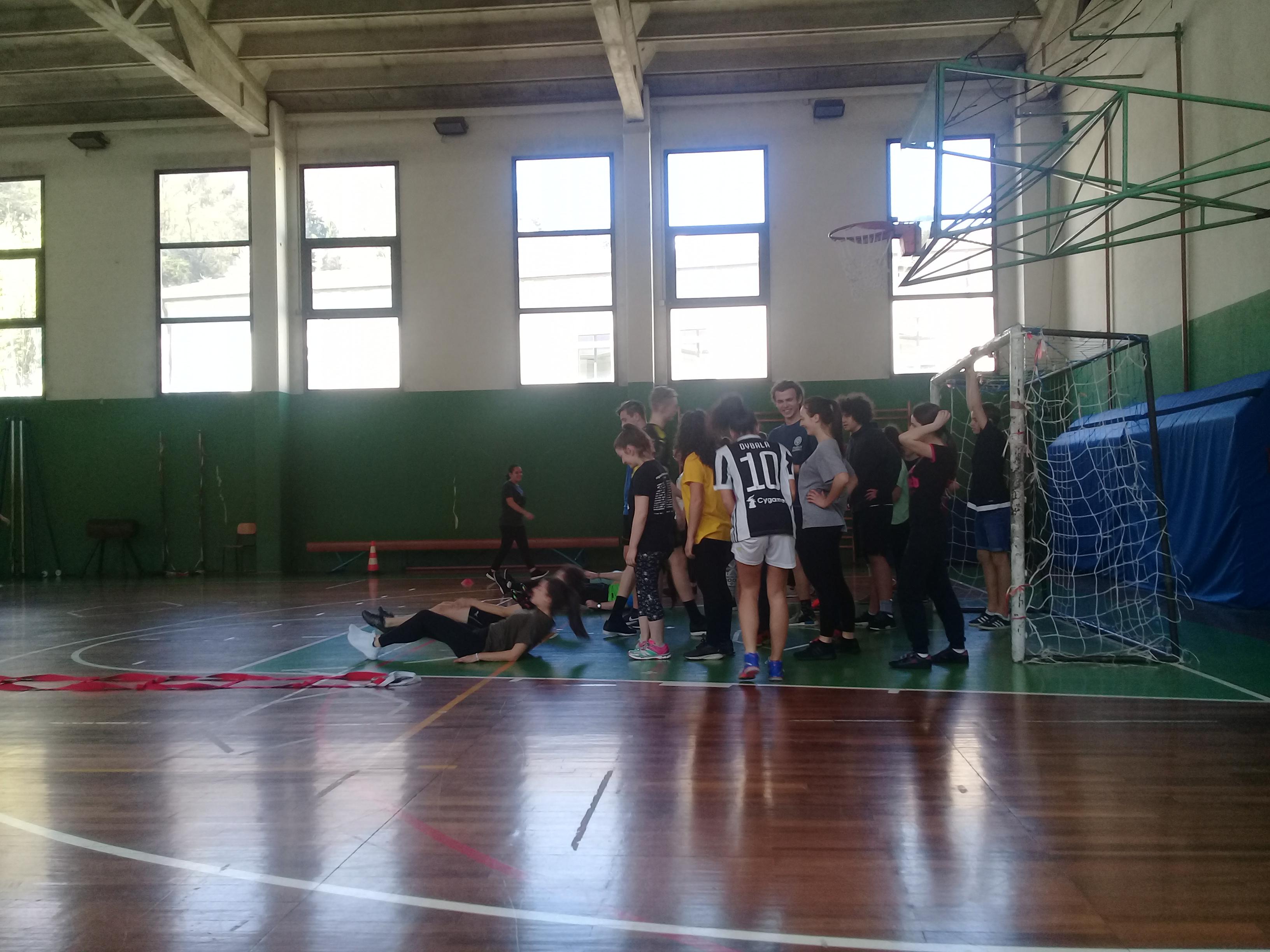 Sportunterricht: Aufwärmphase vor dem Fußballspiel.