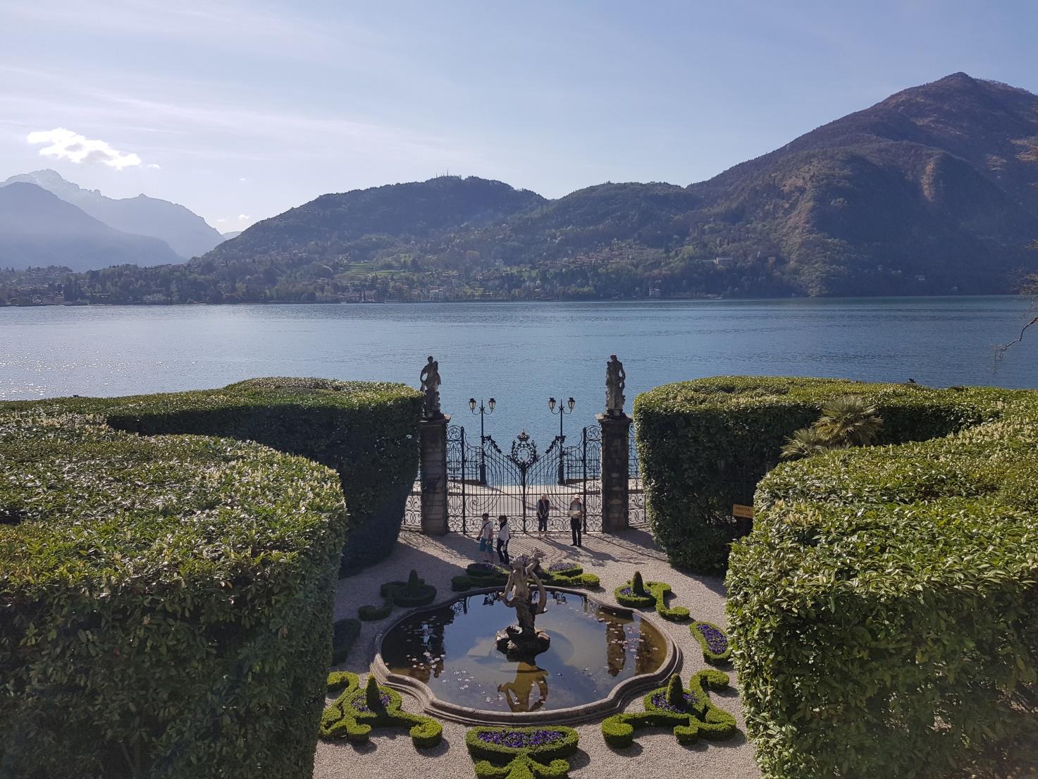 Von Villa Carlotta genießen die Schüler das tolle Panorama des Comer Sees.